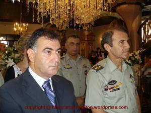 Αριστερά ο Δήμαρχος Τορώνης κ. Νυέμπλας Κυπαρίσσης, δεξιά ο δκτής της 1ης ΤΑΞΑΣ
