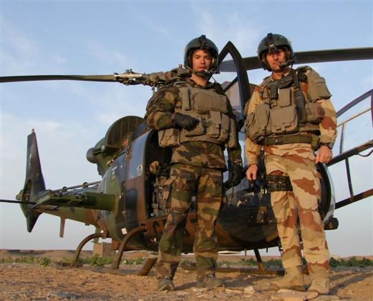 Ο Υπολοχαγός Damien Boiteux, δεξιά.