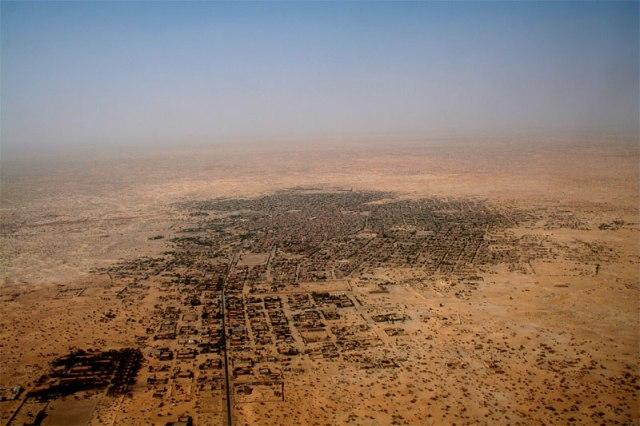 Εναέρια φωτογραφία της πόλης Timbuktu. Για έχουμε μιας ιδέα του επιχειρησιακού περιβάλλοντος.