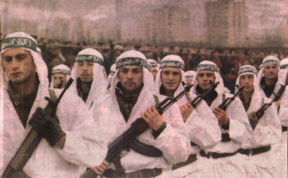 Η φωτογραφία δείχνει Βόσνιους Μουσουλμάνους Μουζαχεντίν να παρελαύνουν στη πόλη Zenica, της Βοσνίας το 1995.