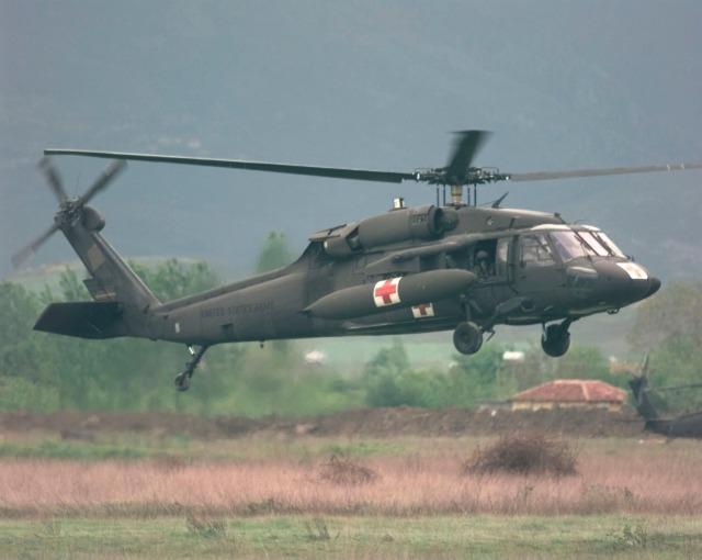 Α/Δ Rinas 23 Απριλίου1999. Οι εκπαιδευτικές πτήσεις συνεχίζονται όλη την ημέρα και νύκτα για την εξοικείωση με το έδαφος και τις τοπικές συνθήκες της περιοχής.  (U.S. Air Force photo by Tech. Sgt. Cesar Rodriguez) (RELEASED)