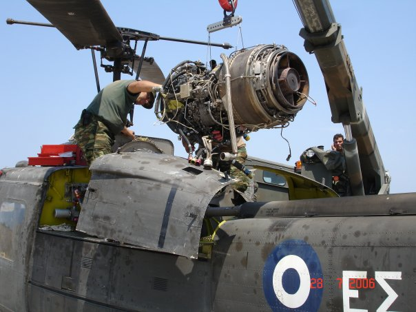 INSTALLATION OF THE ENGINE IN A UH-1H HELICOPTER