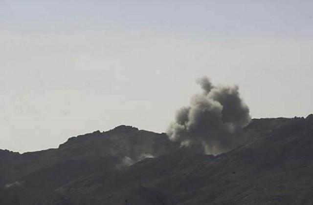 Εχθρικές οχυρές θέσεις στην κοιλάδα Gardez καταστρέφονται από ΕΕ/Π Apache. Με χρήση πυραύλων Hellfire