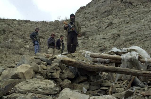 Κατεστραμμένη οχυρή θέση ανταρτών στην ανατολική πλευρά της κοιλάδας Shah-i-Kot .