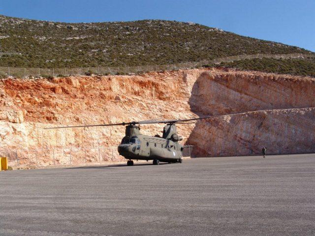 """27/11/2014: Μεταφορικό ελικόπτερο CH-47SD Chinook (s/n """"ΕΣ-914"""") του 4ου ΤΕΑΣ! (φωτ.: Λ.Σ.Μπλαβέρης)"""