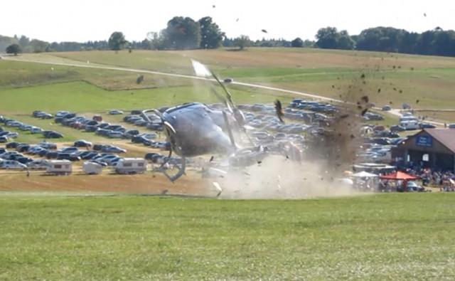 Φωτογραφία του ατυχήματος από βίντεο της αστυνομίας τη στιγμή που οι πτέρυγες του ΚΣ έρχονται σε επαφή με το έδαφος.